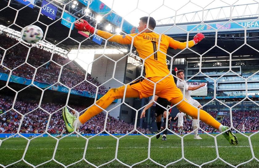 Drużyna była mocno krytykowana, że nic nie wynika z tego, że posiada piłkę przez większość meczu.