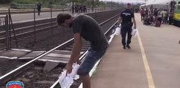 Uchodźcy gardzą jedzeniem od węgierskiej policji. Wyrzucają je!