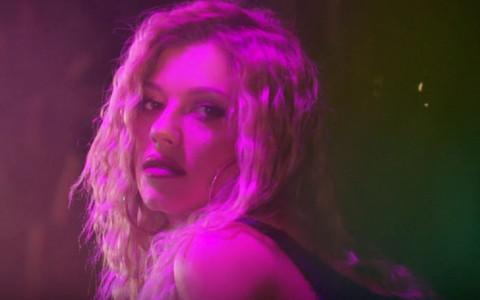 Kijina pesma i spot NEODOLJIVO podsećaju na ovaj svetski hit, a da li i ZVUČI BOLJE?