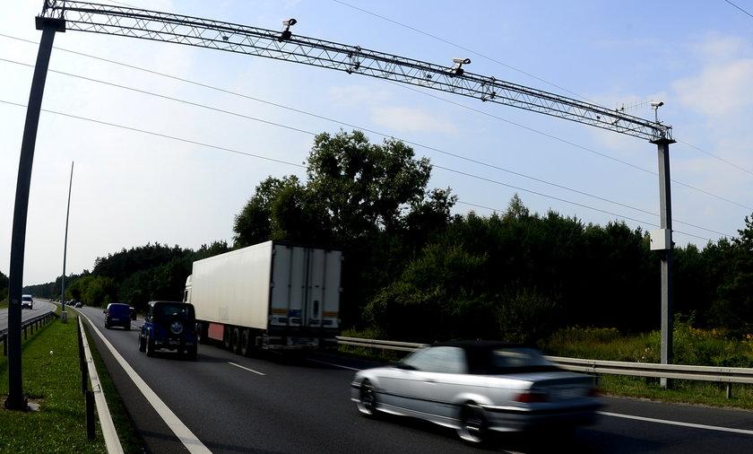 Radar odcinkowy na drodze, zdjęcie ilustracyjne.