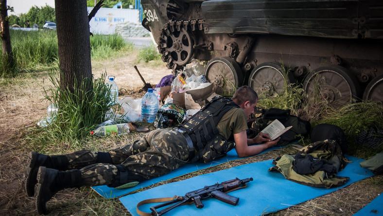 Ukraiński żołnierz pod Mariupolem
