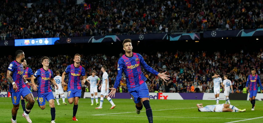 Barcelona oddała w końcu celny strzał, świetna druga połowa United. Środowe mecze Ligi Mistrzów