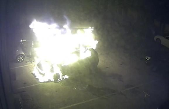 Kamere snimile kako automobili gore