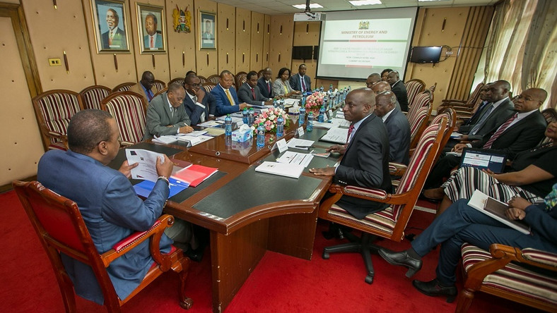 President Uhuru Kenyatta with Ministry of Energy officials during a briefing. (Business Today Kenya)