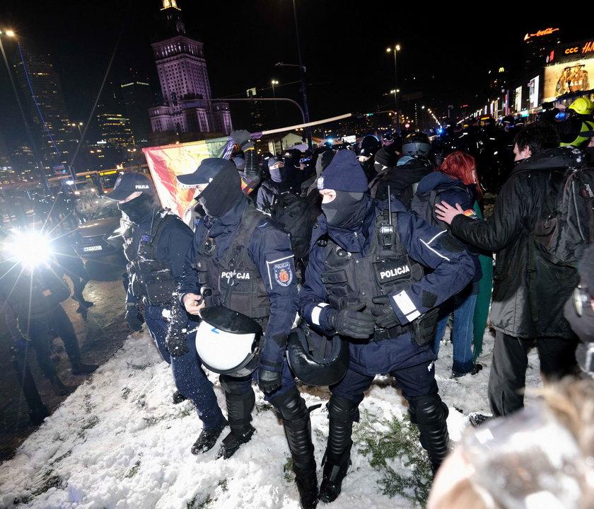 Wstydzi się ciebie kraj: Strajk Kobiet i Janek Wiśniewski