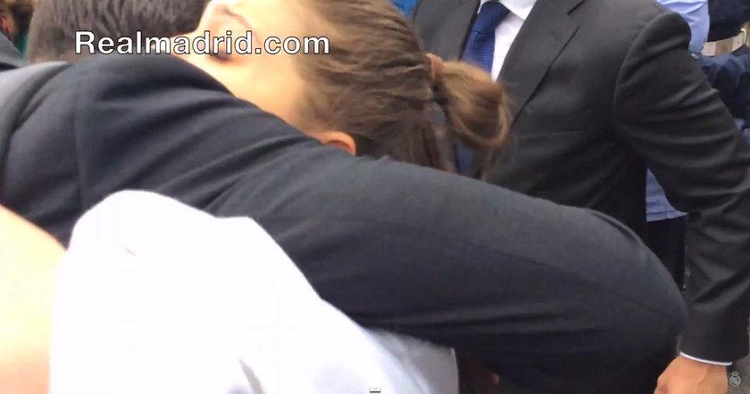 Ronaldo przytulił fankę, a ona... wpadła w histerię!
