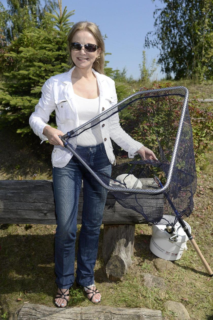 Laura Łącz na zawodach aktorów w łowieniu ryb