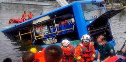 Autokar z dziećmi wjechał do jeziora. Zginęło co najmniej 21 osób!