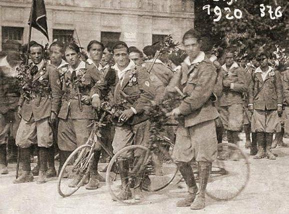 Legionari koji su 1919. okupirali Rijeku - neko od njih je spalio Teslina pisma