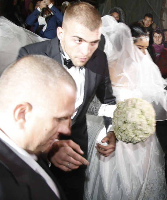 Veljko pokazao burmu na venčanju