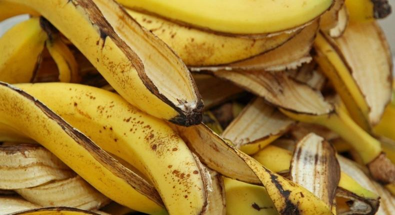 Banana peels(ThriftyFun)