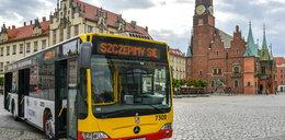 Wsiadasz i się szczepisz. Po Wrocławiu jeździ Szczepciobus!