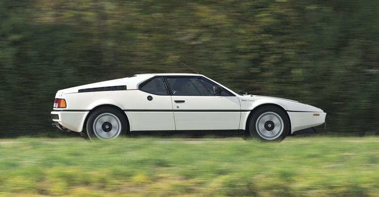 Dzisiaj widok jadącego M1 to bardzo duża rzadkość, ale tych samochodów niewiele też powstało.