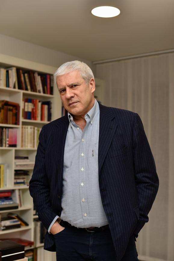 Ondašnji predsednik Tadić se na dan mitinga nalazio u poseti Rumuniji, odakle je apelovao na protestante da ostanu mirni