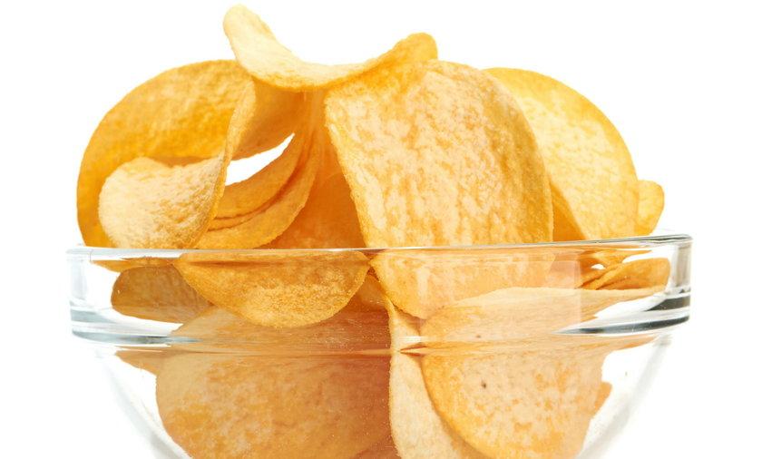 Olej palmowy ma zniknąć z popularnych chipsów