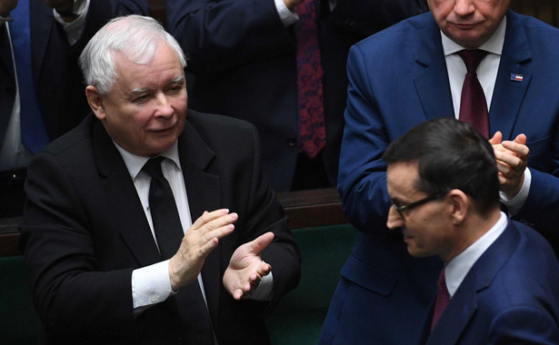 – Grupa wspierana przez Morawieckiego to ok. 20–30 osób – mówi polityk PiS. Liczba ta jest porównywalna z siłą, jaką dysponuje Porozumienie Jarosława Gowina czy Solidarna Polska Zbigniewa Ziobry.