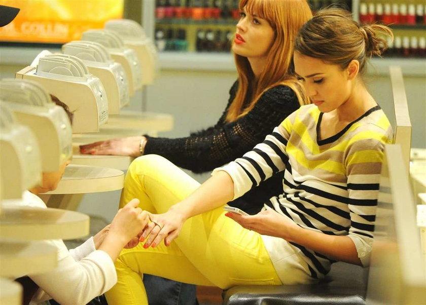 Znana gwiazda na manicure. FOTY