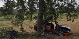 Uderzył kabrioletem w drzewo. Nie żyje pasażerka