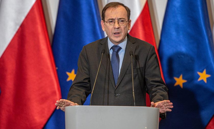 Stanowczo sprzeciwiam się wykorzystywaniu tzw. czerwonej noty Interpolu w celach politycznych przez niektóre państwa, a szczególności Federację Rosyjską – zastrzega minister Kamiński.
