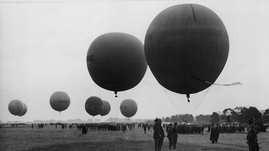 Warszawa, 30 sierpnia 1936. Balony na Polu Mokotowskim przed startem zawodów o Puchar Gordona Bennetta