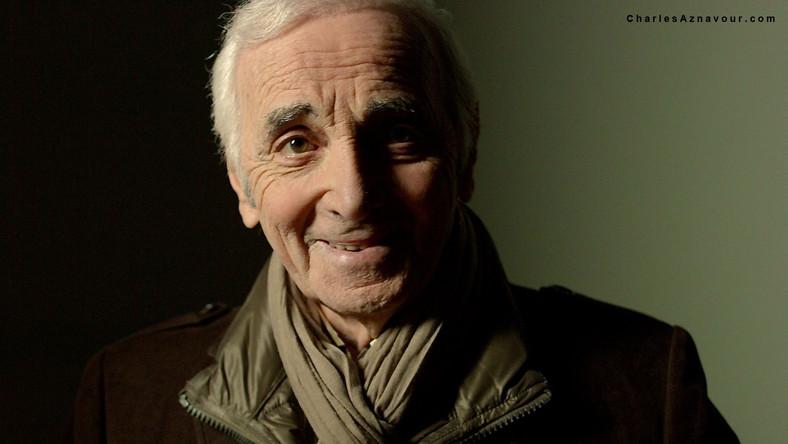 """Album zatytułowany """"Encores"""" jest 51-szym w przebogatej twórczości artysty. Charles Aznavour z uśmiechem zapewnia, że to jedna z najlepszych jego płyt, pod względem słów piosenek, rytmu, nastroju. Artysta przyznaje, że kocha wszystko to co mu życie przynosi, a zatem – podróże, spotkania, lektury, czy jedzenie. Aznavour jest zdania, iż, nostalgia – to pamięć, zaś melancholia nie jest pamięcią i dlatego śpiewa o nostalgii, która jest dominującym na płycie nastrój towarzyszącym wspomnieniom o ludziach, którzy już odeszli albo o niekiedy bardzo intymnych przeżyciach osobistych"""