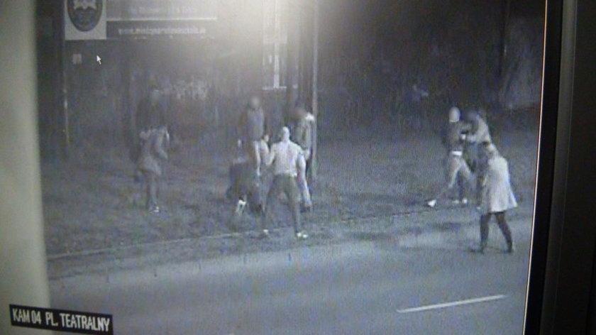 Zabrze. Chuligani atakują przechodniów na Placu Teatralnym