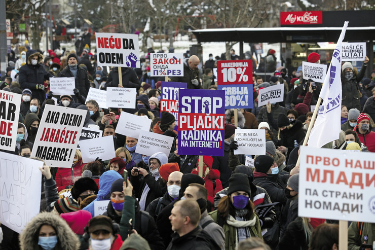 Oflajn protestuju, onlajn zarađuju: Nezadovoljni frilenseri ispred Vlade Srbije