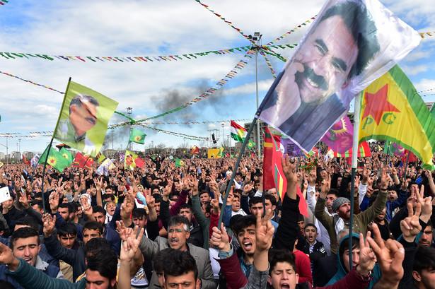 Diyarbakir, Kurdowie świętują Nouroz, tradycyjne irańskie święto nowego roku, obchodzone w dniu równonocy wiosennej