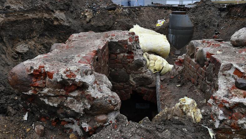 18314061 - NOWOGARD WYKOPALISKO NA TERENIE ZAKŁADU KARNEGO (prace archeologiczne)