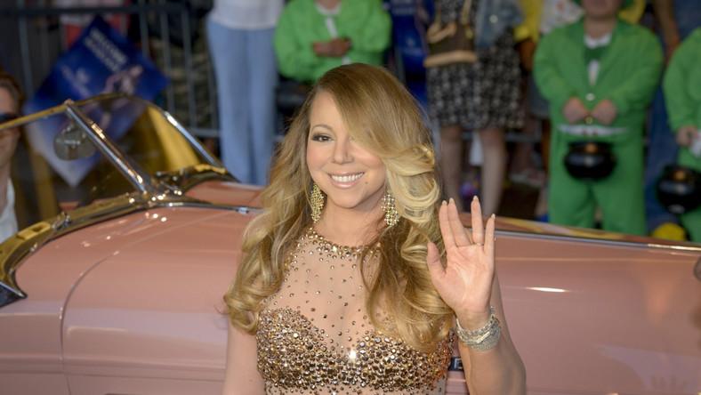 """Zestaw """"#1 To Infinity"""" zawiera wszystkie 18 piosenek gwiazdy, które dotarły na 1. miejsce listy """"Billboardu"""" oraz wspomnianąpremierową """"Infinity"""", której towarzyszyć będzie teledysk nakręcony przez długoletniego współpracownika wokalistki –Bretta Ratnera"""