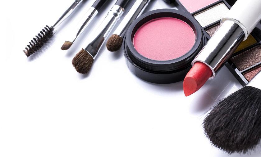 Jakich kosmetyków nigdy nie pożyczać?