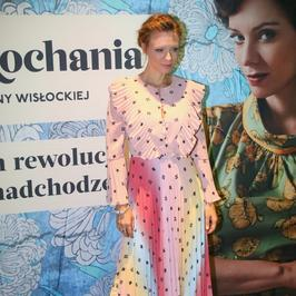 """""""Sztuka kochania"""": Magdalena Boczarska niczym kolorowy ptak"""