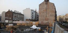 Deweloper buduje, a obok w starej kamienicy pękają ściany. Mieszkańcy pokazują niepokojące zdjęcia