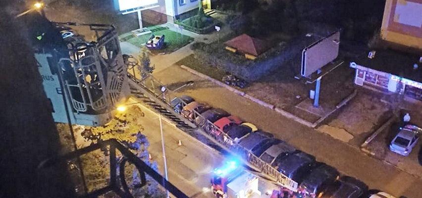 Nocna akcja ratunkowa! Staruszka uwięziona na 7. piętrze wieżowca [WIDEO]