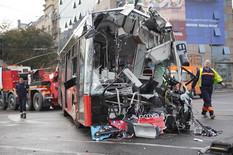 """""""IZABRAO JE DA UGROZI SEBE, A NE DRUGE"""" Svedoci jezive nesreće na Slaviji videli krvavog vozača i kako mu """"kost viri iz noge"""""""