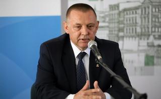 """""""Marian Banaś powinien wrócić do swojej kamienicy"""". Komentarze po powrocie prezesa NIK do pracy"""