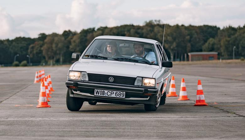 VW Passat uchodzi za wzorzec kombi-limuzyn, pozwólmy mu więc rozpocząć rywalizację.