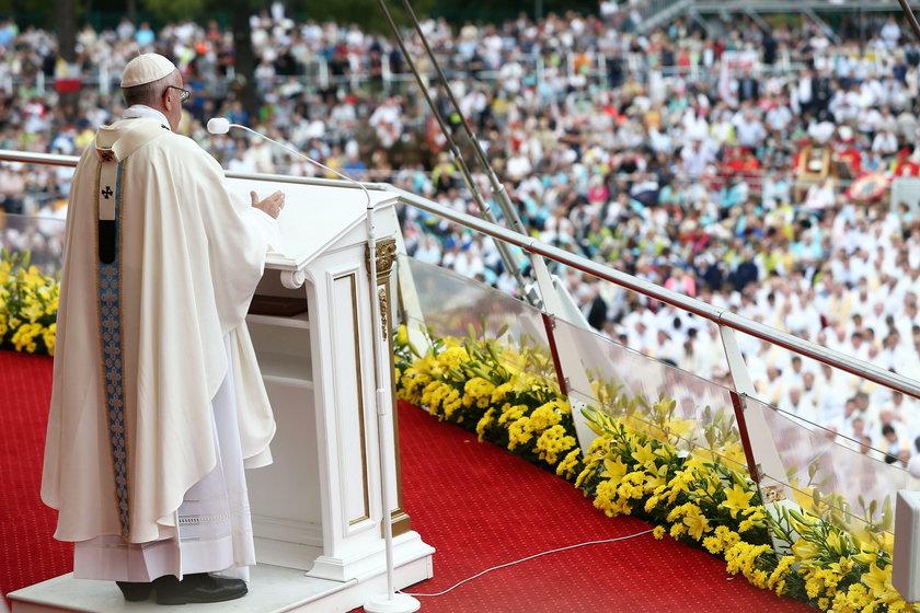 Skandal! Poseł atakuje papieża!