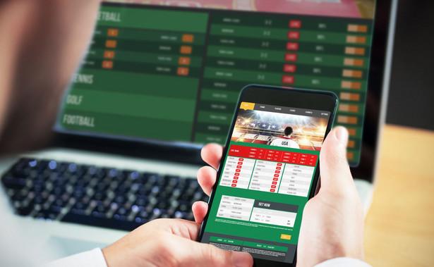 Po pierwsze, niedoskonały jest Rejestr domen służących do oferowania gier hazardowych niezgodnie z ustawą. Wpisane do niego adresy powinny być blokowane przez przedsiębiorców telekomunikacyjnych