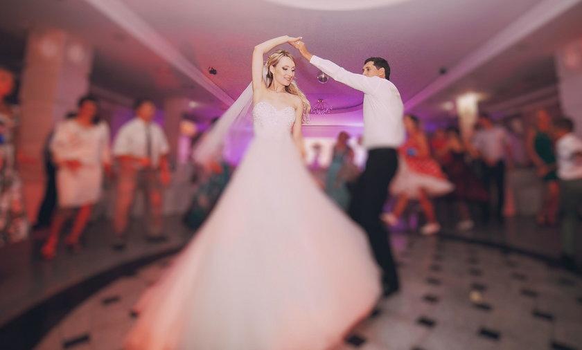 Im więcej pary wydają na wesele, tym bardziej wzrasta ryzyko rozwodu