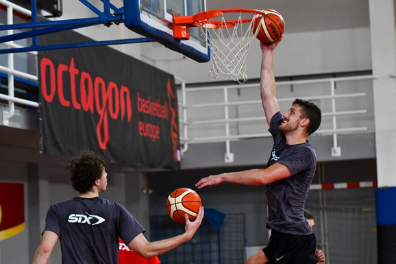 Održan košarkaški kamp koji podržavaju VELIKE ZVEZDE! Nikola Milutinov poručio svima: Ovo je mladima NEOPHODNO!