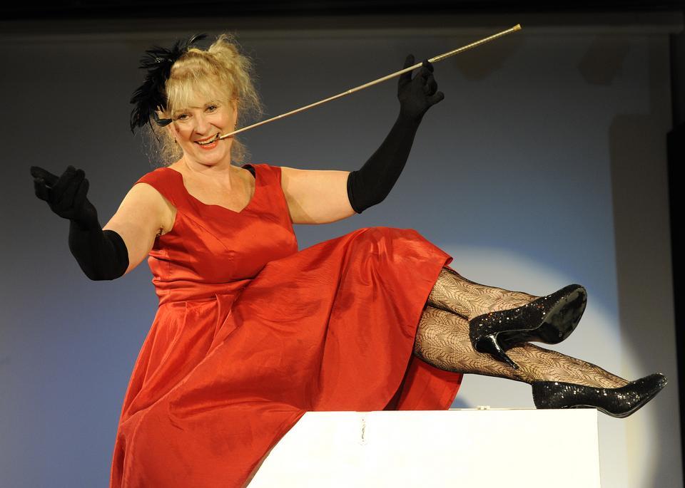 """Agnieszka Mandat w przedstawieniu """"Po schodach"""" (2011)"""