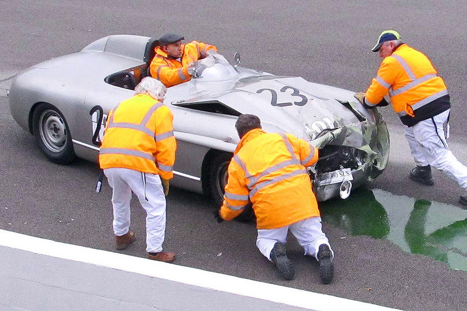 Crash Mercedesa 300 SLS z Jaguarem w Goodwood