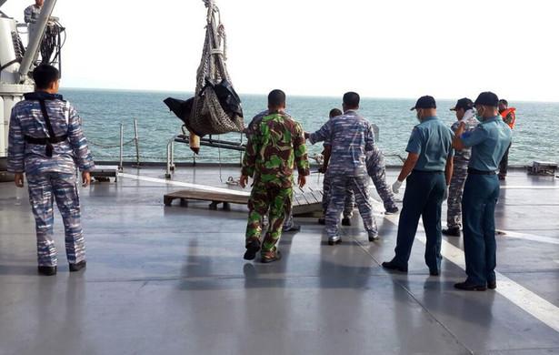 Indonezja - katastrofa samolotu. Poszukiwania ofiar utrudnione przez złe warunki pogodowe