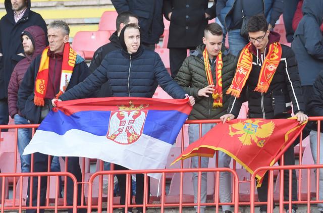Detalj pred početak meča Srbija - Crna Gora na Marakani