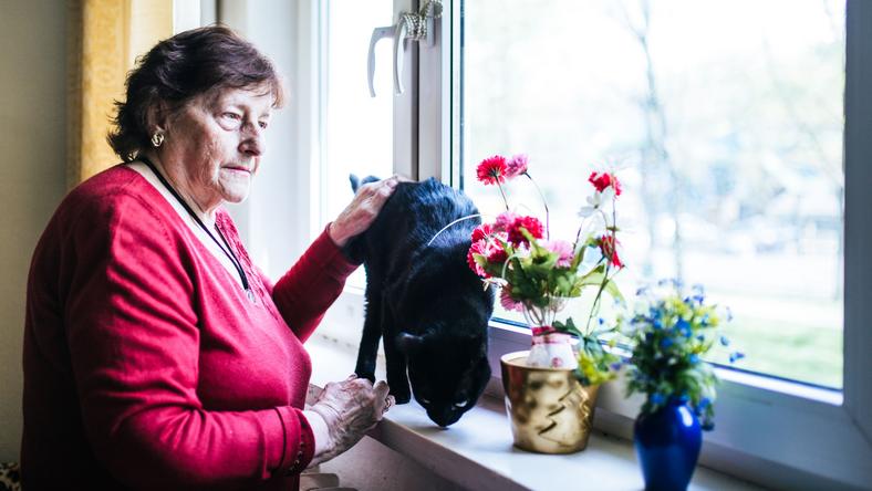 Pani Krystyna ze swoim kotem Maćkiem