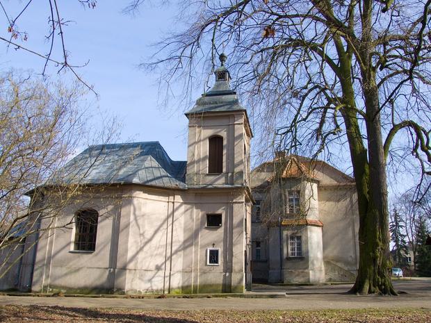 Kaplica w parku pałacowym w Kopaszewie