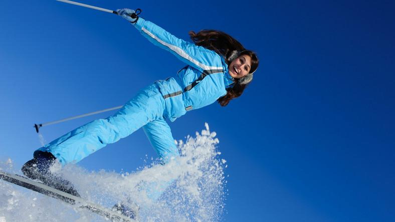 Chcesz być trendy na stoku? Producenci odzieży narciarskiej wciąż sięgają po kolejne nowinki