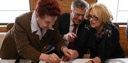 Komorowski na szarlotce u emerytów
