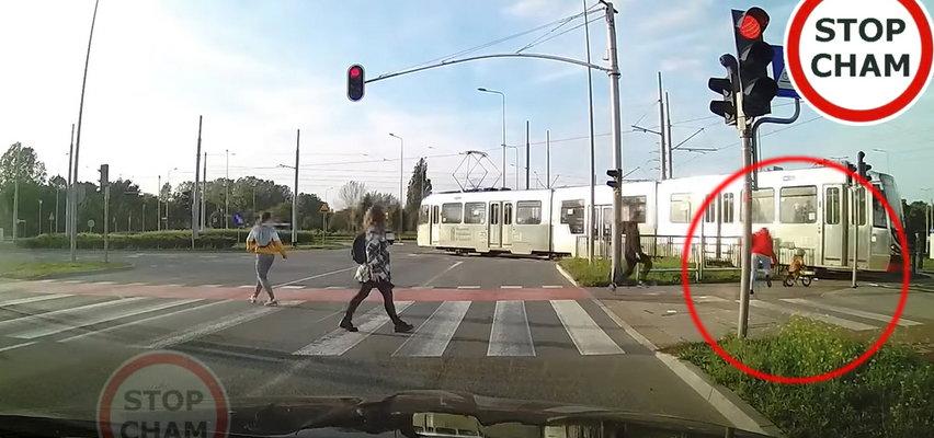 O włos od tragedii w Gdańsku! Chłopczyk na rowerku pędził wprost pod tramwaj
